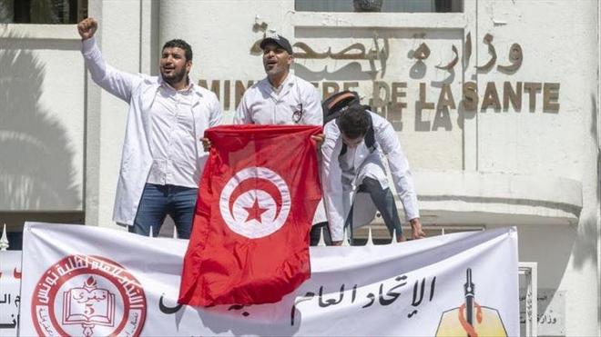 Les soignants tunisiens réclament un meilleur hôpital public