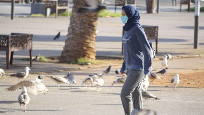 Une Casablancaise qui porte un masque de protection (photo d'illustration)
