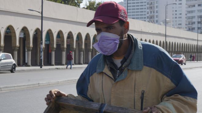 A Casablanca, un homme porte un masque de protection contre le coronavirus (photo d'illustration)