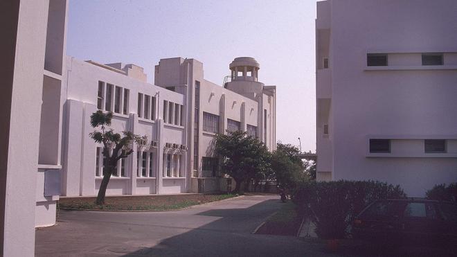 Institut Pasteur de Dakar, bâtiment vu sur le côté