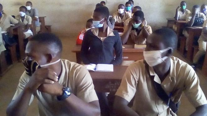 Dans les lycées publics béninois, le port du masque est obligatoire