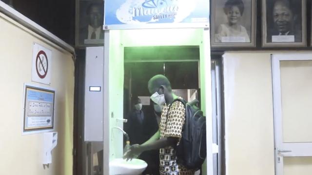 Coronavirus : Un Camerounais invente un portique qui désinfecte