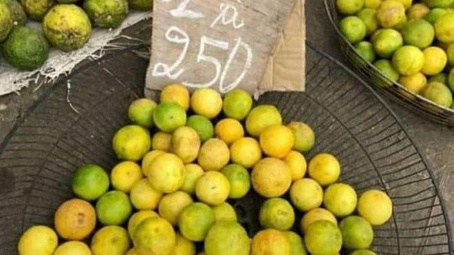 Du citron vert chèrement vendu dans un marché doualais au Cameroun