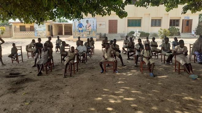 Des élèves béninois sensibilisés au coronavirus, au centre de l'ONG Okouabo à Parakou