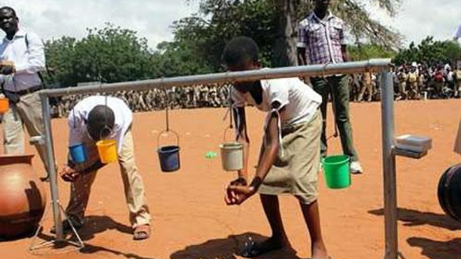 Parmi les gestes à adopter face au coronavirus, le lavage régulier des mains avec l'eau et le savon (Illustration)