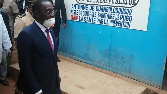 Face au coronavirus, le ministre de la Santé, le Dr Aka Aouélé Eugène, multiplie les déplacements sur le terrain