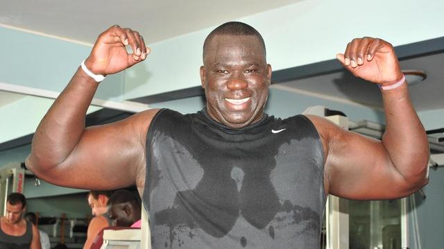 Sénégal : un ancien lutteur veut encourager les jeunes à se soigner