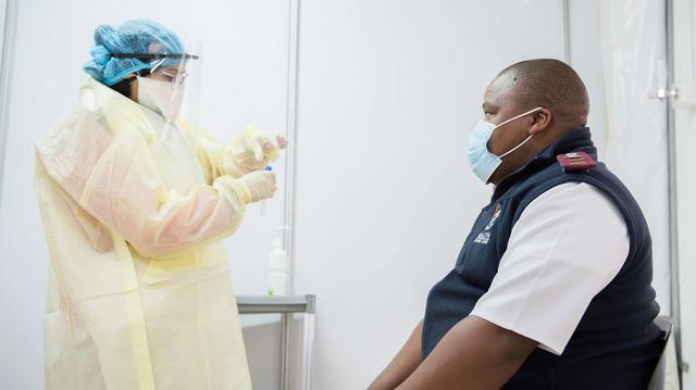 Covid-19 : en attendant les vaccins, l'Afrique veut trouver un traitement