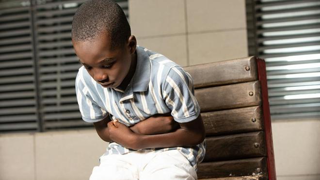 Une meilleure hygiène et une alimentation adaptée peuvent soulager l'enfant constipé (Illustration)