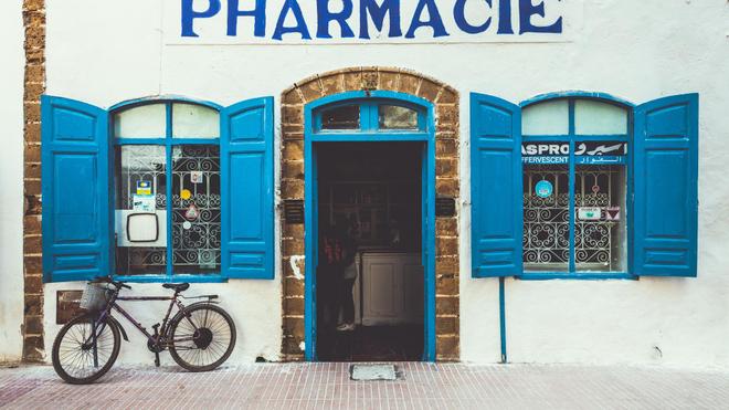 Dans cette pharmacie au coeur d'Essaouira, les médicaments se font rare