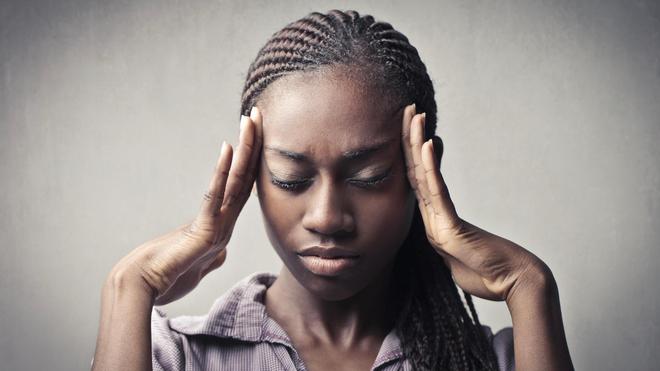 Il n'est pas toujours nécessaire de prendre des médicaments pour faire passer un mal de tête (Image d'illustration)