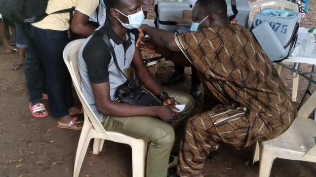 Covid-19 : Depuis l'instauration d'un pass vaccinal, les Togolais se ruent sur les vaccins