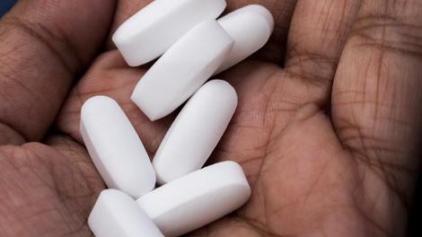 En Guinée, la difficile lutte contre les médicaments de la rue