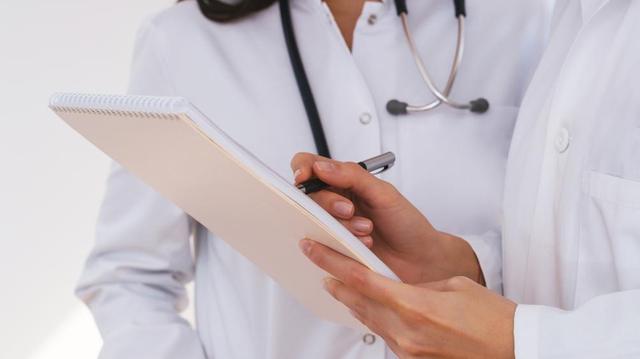 Pour en finir avec les déserts médicaux, le Gabon accueille des médecins cubains