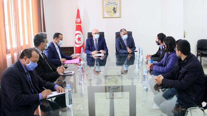 Un accord entre le gouvernement et les jeunes médecins sauve le secteur de la santé en Tunisie