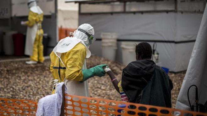 Un patient atteint d'Ebola pris en charge, en 2018, par Médecins sans frontières (MSF) dans le Centre de Traitement d'Ebola de Butembo, en RDC