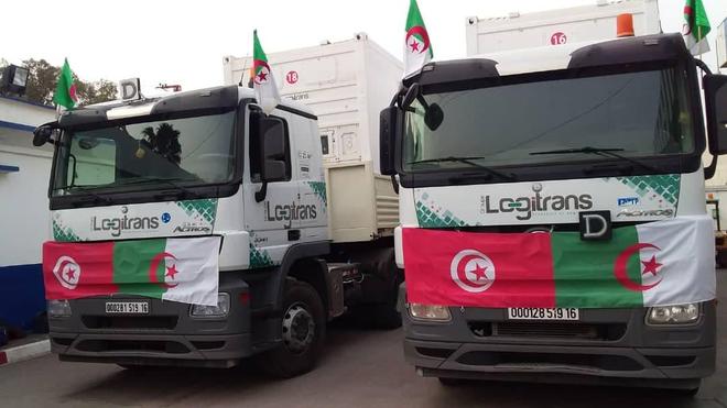 Deux camions algériens transportent des médicaments et des équipements pour aider la Tunisie contre le Covid-19