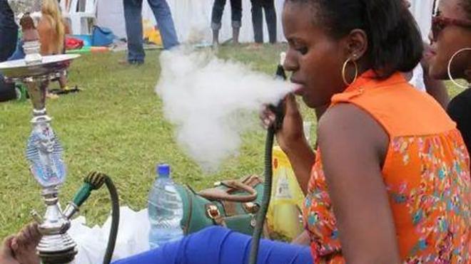Au Bénin, la chicha séduite de plus en plus les jeunes