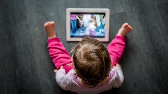 Quel est l'impact des écrans sur le cerveau de votre enfant?