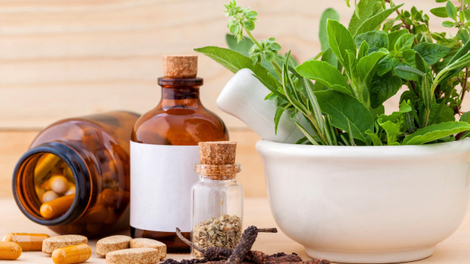 Covid-19 : le Cameroun autorise des médicaments de la pharmacopée traditionnelle