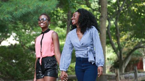 Gabon : deux femmes arrêtées pour avoir simulé un mariage lesbien
