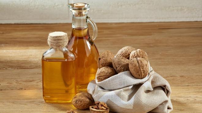 Riche en oméga 3, sa production est aussi diversifiée en savon noir, à base d'huile de noix