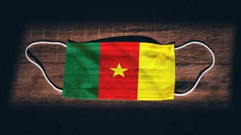 """Coronavirus : moins cher que le """"cache-nez"""", le masque en tissu s'arrache au Cameroun"""