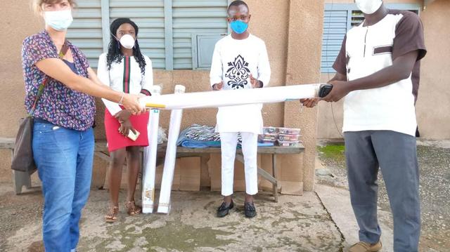 Au Bénin, Enabel fait des dons au PNUSS pour lutter contre le coronavirus