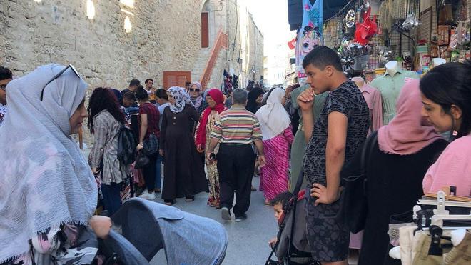 À Sousse, rares sont les Tunisiens qui respectent les gestes barrières contre le Covid-19