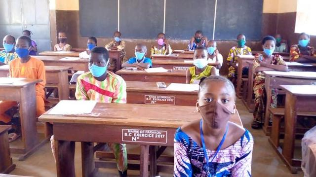 Les petits candidats au CEP 2020 au Bénin portent bien leur masque